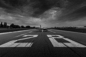 Fotoshooting mal anders mit einer Piper PA-46-500TP Meridian auf der RWY 10/28 des Airports St. Gallen-Altenrhein.