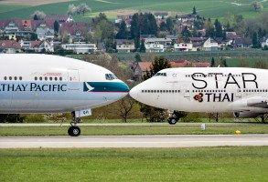 Cathay Pacific küsst den Thai Jumbo.