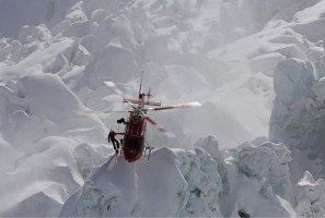 Air Zermatt mit dem Bell 429 auf dem Hohlichtgletscher
