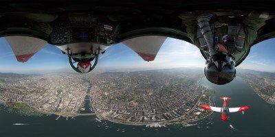 360-Grad-Panorama. PC-7 TEAM kopfüber über Zürich