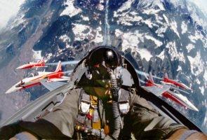Mit der Patrouille Suisse im Looping über Graubünden